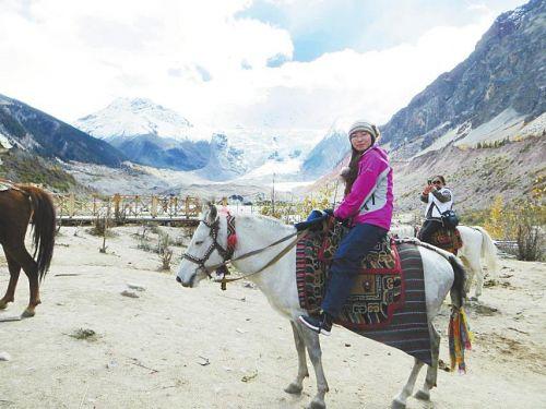 Winter swimming Tibet: swimming in the warm sun ice snow